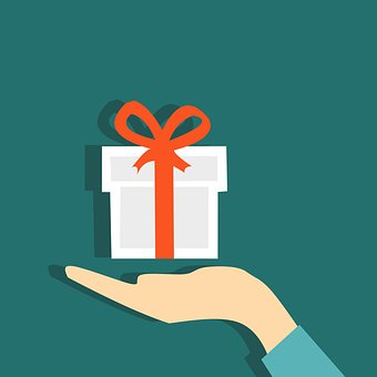 4 Advantages Of Offering Customized Gifts